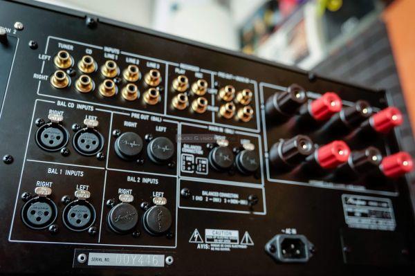 Accuphase E-800 sztereó erősítő hátlap