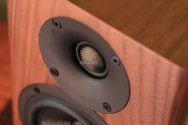 Acoustic Energy AE500 hangfal magassugárzó