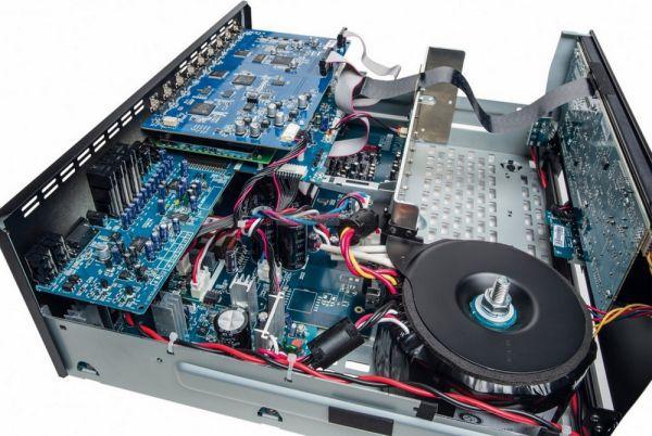 Arcam AV860 házimozi processzor belső