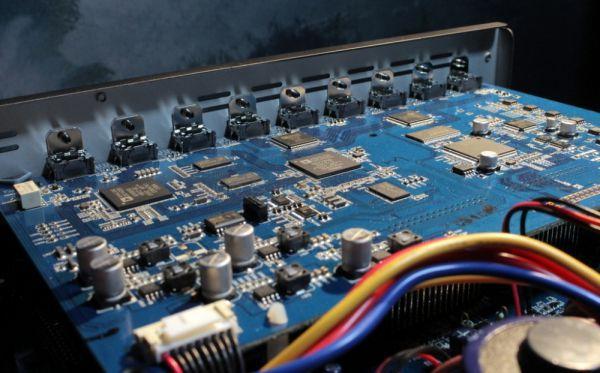 Arcam AVR750 házimozi erősítő belső