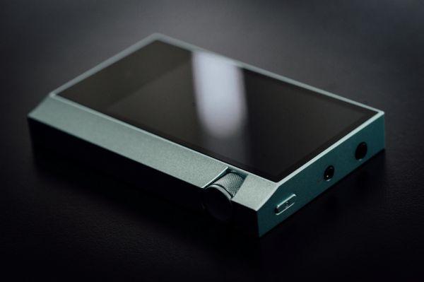 Astell and Kern AK70 mobil audio lejátszó