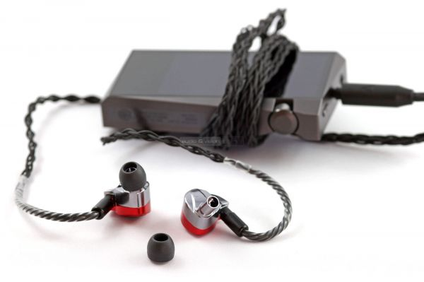 Astell&Kern Diana fülhallgató és Astell&Kern SR15 zenelejátszó
