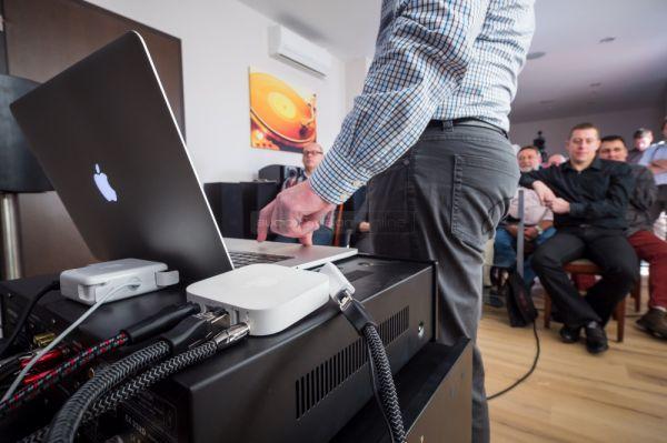 AudioQuest LAN kábelek demója a szakmai tájékoztatón