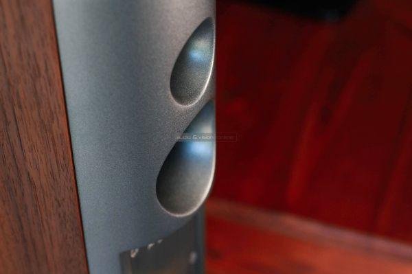 Audiovector R1 Signature hangfal basszreflex port
