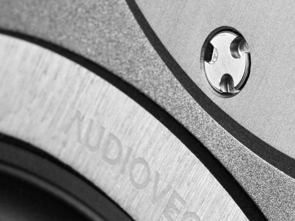 Audiovector R1 Signature hangfal
