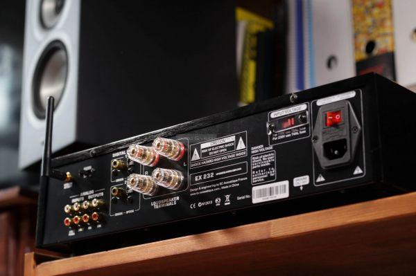 BC Acoustique EX-232 sztereó erősítő hátlap