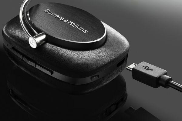 Bowers Wilkins P5 Wireless fejhallgató töltése