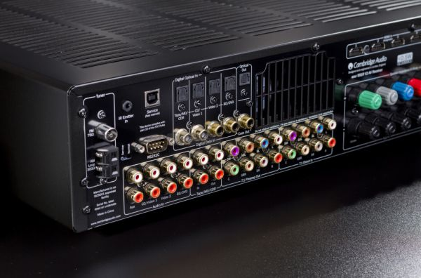 Cambridge Audio 551R V2 házimozi erősítő hátlap