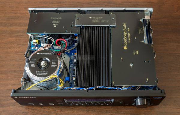 Cambridge Audio 551R V2 házimozi erősítő belső