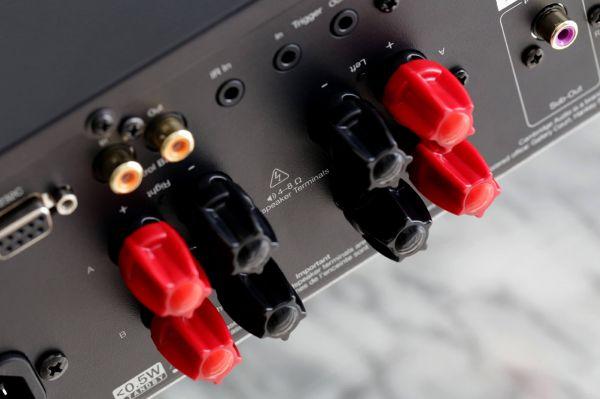 Cambridge Audio CXA81 sztereó erősítő hátlap