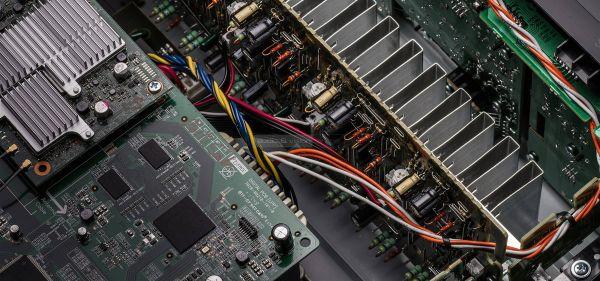 Denon AVR-X2500H házimozi erősítő belső