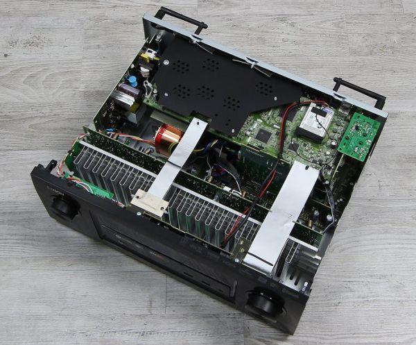 Denon AVR-X3300W házimozi erősítő belső