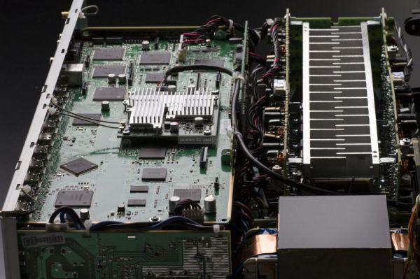 Denon AVR-X4300H házimozi erősítő belső