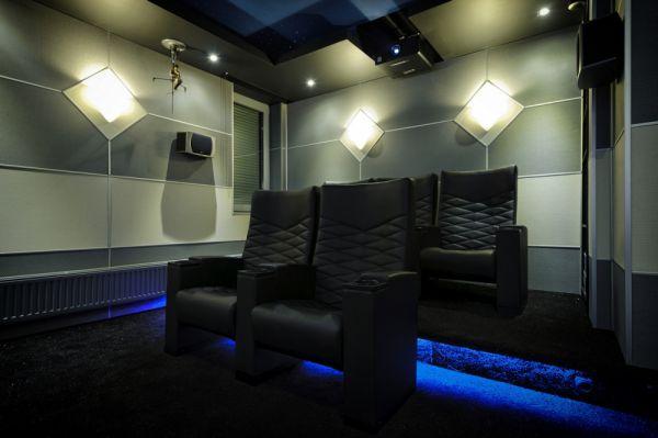 Digital Projection M-Vision Cine 260 1080p HC házimozi projektor a DREAMCINEMA bemutatótermében