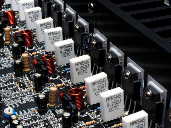 Emotiva BasX A-500 házimozi végfok belső