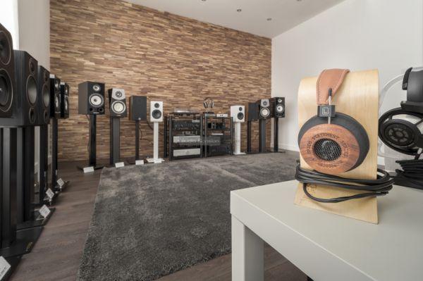 Extreme Audio állványos hangfalak