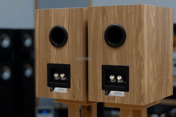 Fyne Audio F301 hangfal hátlap