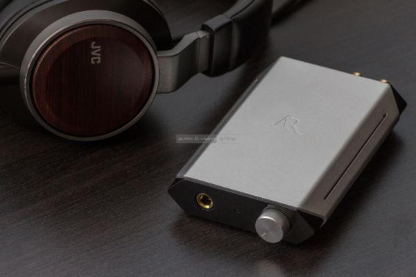 JVC HA-SHR01 fejhallgató és Acoustic Research fejhallgató erősítő