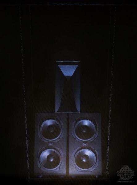 Házimozi Stúdió Grand Theatre moziszoba JBL Synthesis hangfal