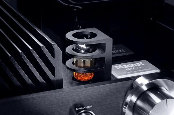 Magnat RV3 hibrid csöves erősítő