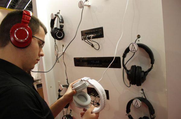 ISE 2013 Audio Technica ATH-M50 fejhallgató