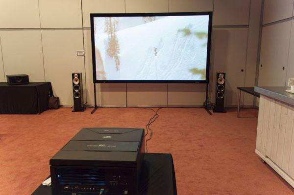 ISE 2013 SIM2 projektor