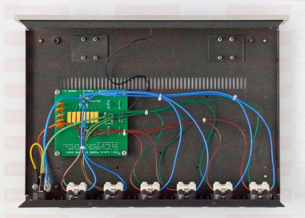 IsoTek EVO3 Solus hálózati elosztó és szűrő belső