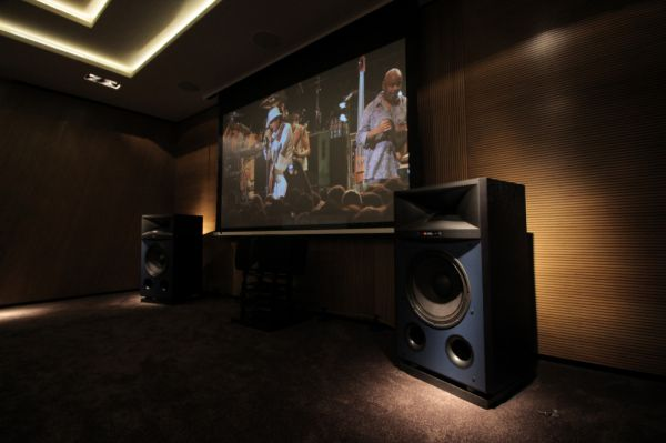 JBL 4367 hangfal a Házimozi Stúdióban