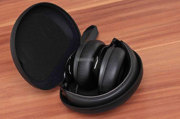 JBL CLUB ONE aktív zajzáras Bluetooth fejhallgató tok