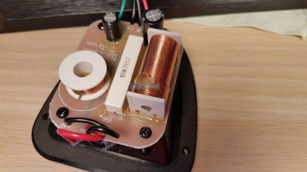Klipsch R-15M hangfal keresztváltó