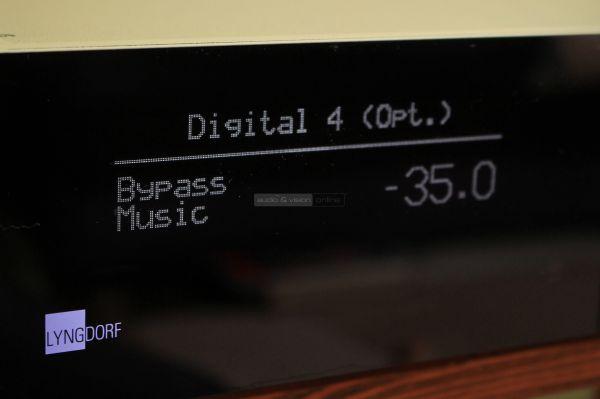 Lyngdorf Audio TDAI-3400 sztereó erősítő kijelző