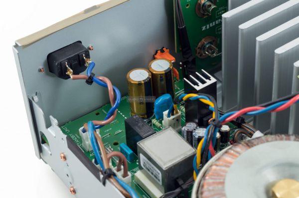 Marantz PM8006 sztereó erősítő belső