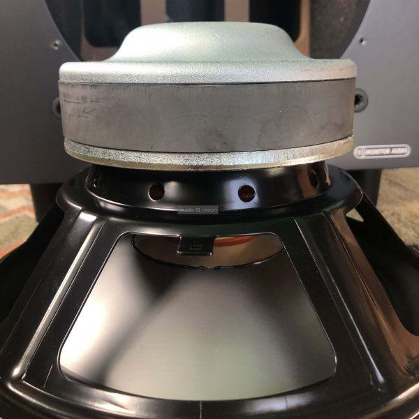 Monitor Audio Bronze W10 6G aktív mélyláda hangszóró