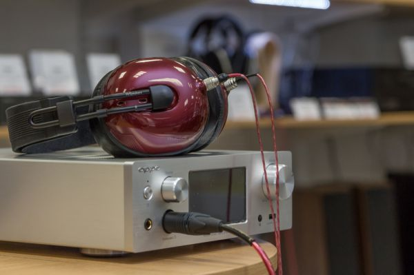 MrSpeakers Alpha Dog hifi fejhallgató az AudioCentrumban
