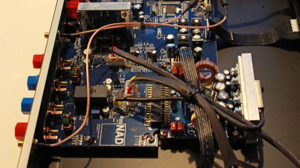 NAD C 338 hibrid digitális sztereó erősítő belső