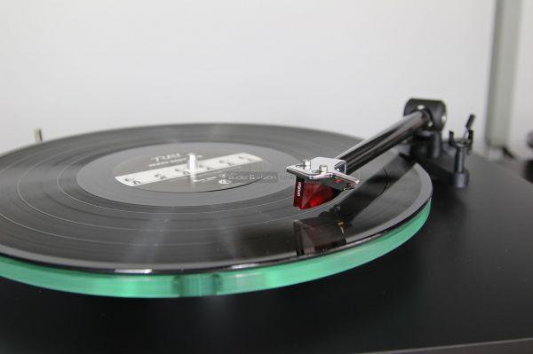 NAD C 588 vinyl lemezjátszó