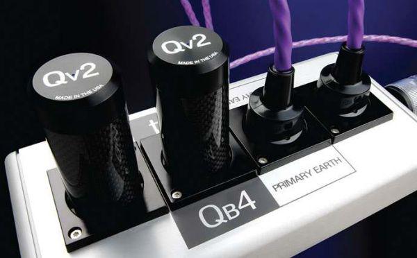 Nordost Qb4 hálózati tápelosztó és Qv2 hálózati tápfeszültség harmonizátor