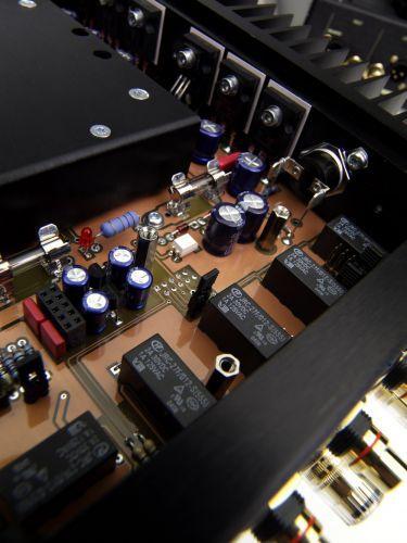 Norma Revo IPA-140 duál monó integrált erősítő belső