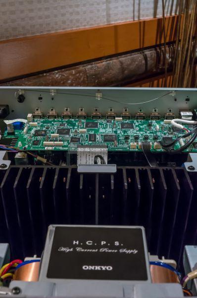 Onkyo Dolby Atmos házimozi erősítő belseje