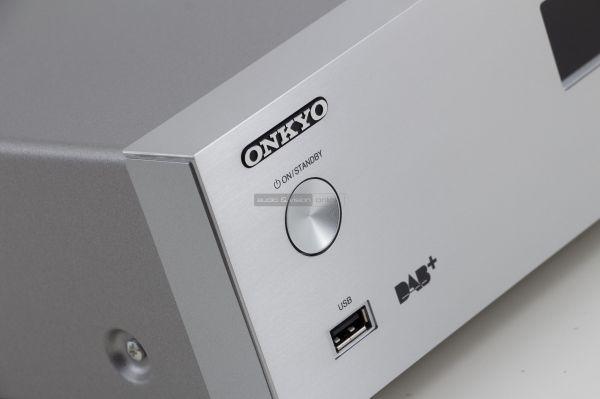 Onkyo NS-6170 hálózati audio lejátszó front USB