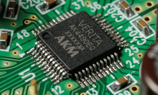 Onkyo NS-6170 hálózati audio lejátszó belső - AKM AK4490 DAC chip