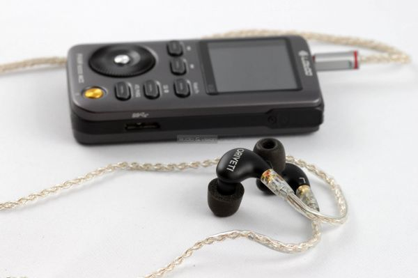 Oriveti New Primacy fülhallgató szimmetrikus kábel és Lotoo PAW 5000 MKII lejátszó