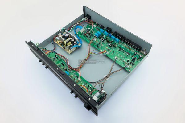 Parasound Model 2100 belső