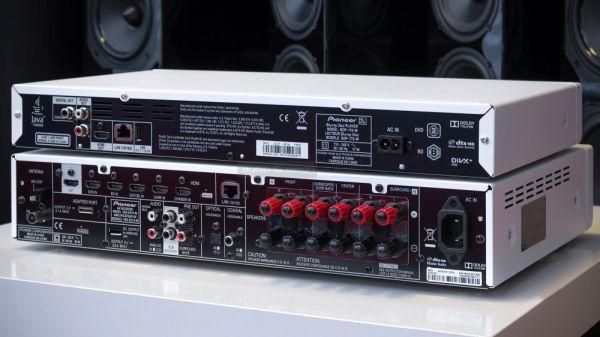 Pioneer VSX-S510 házimozi erősítő és BDP-170 Blu-ray lejátszó hátlap