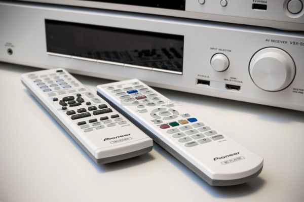 Pioneer VSX-S510 házimozi erősítő és BDP-170 Blu-ray lejátszó távvezérlő