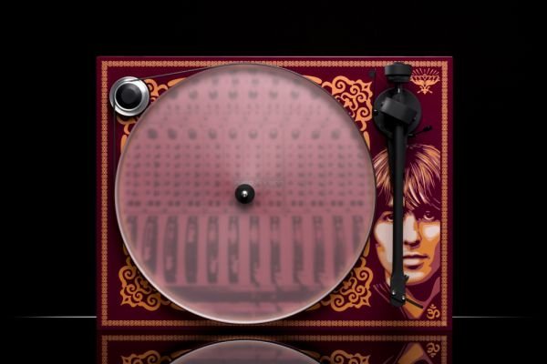 Pro-Ject Essential III George Harrison Limited Edition analóg lemezjátszó