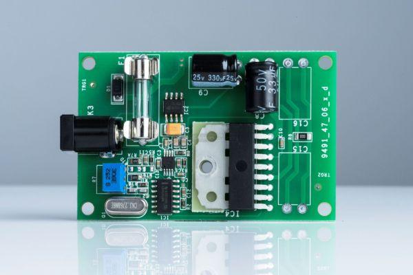 Pro-Ject Essential III analóg lemezjátszó motor vezérlő