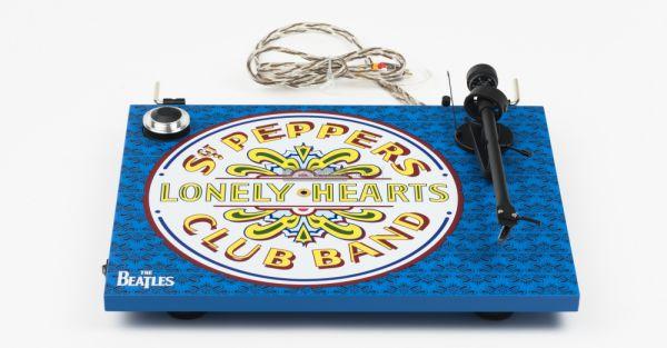 Pro-Ject Essential III Sgt Pepper lemezjátszó