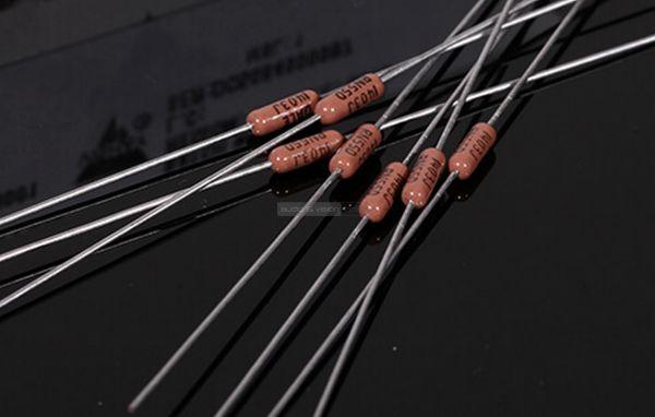 Questyle CMA Twelve DAC DALE military resistors