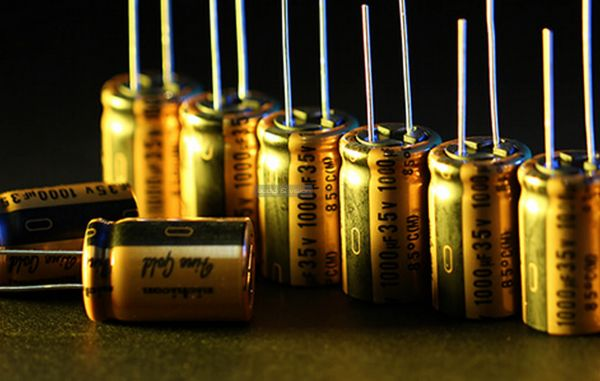 Questyle CMA Twelve DAC Nichicon FW capacitors